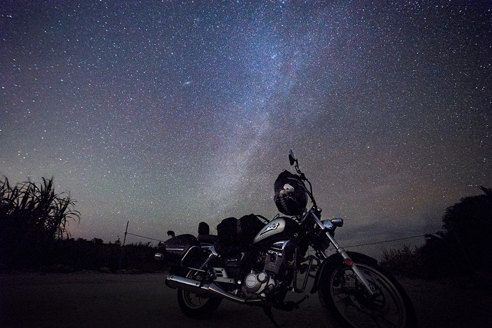 天の川とバイク