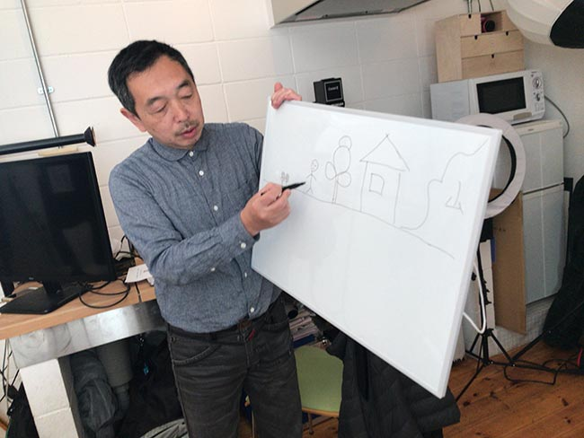 カメラの設定を図で説明する森脇先生
